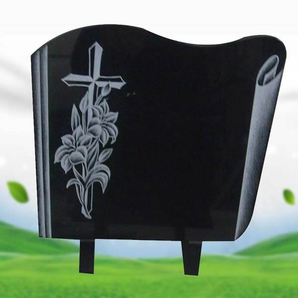plaque comm morative en granit noir shanxi avec fleurs sabl es et croix. Black Bedroom Furniture Sets. Home Design Ideas