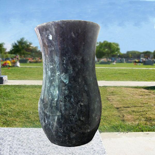vase a fleurs vert