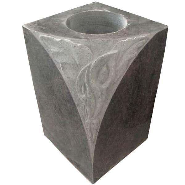 vase funeraire avec gravure